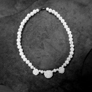 «Три белых розы» колье