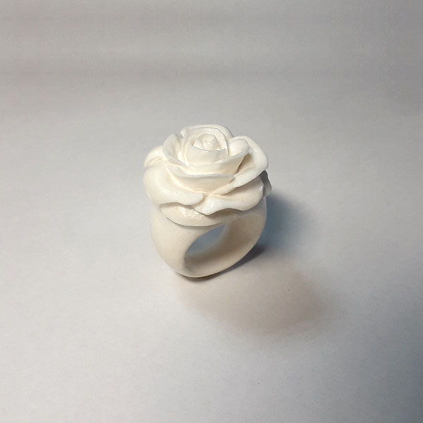 белая роза кольцо