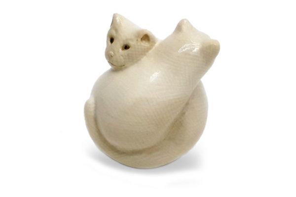 Фигурки кошек из бивня мамонта