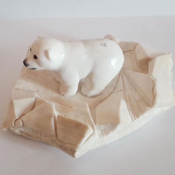 Умка из рога лося. Белый медвежонок из рога лося