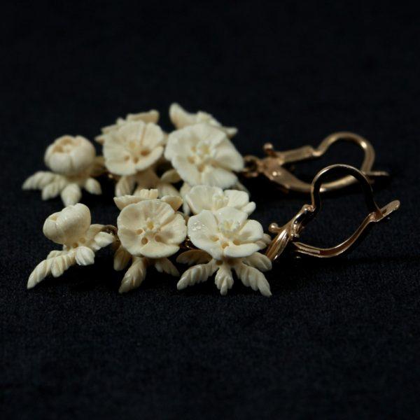 Цветы резные серьги из бивня мамонта