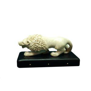 Лев миниатюра из бивня мамонта и чёрного дерева