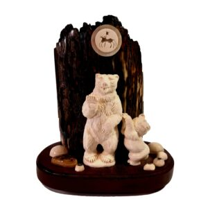 Два медведя. Скульптурная композиция из бивня мамонта