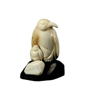 Пингвины. Микрокомпозиция из бивня мамонта и чёрного дерева